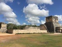 Oude architectuur in Chichen Itza Mexico in langs ontworpen de Lente Royalty-vrije Stock Afbeelding