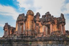Oude Architectuur van Castle Rock van Prasat de puay noi over duizend jaren geleden Stock Fotografie