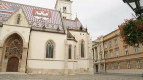 Oude architectuur van de kerk van het mooie Teken van Heilige in Zagreb, panorama stock videobeelden