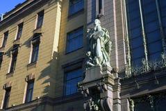 Oude architectuur van het Nevsky-vooruitzicht in heilige-Petersburg, Rusland stock afbeeldingen