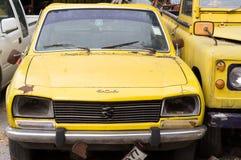 Oude auto of antiquiteit stock afbeeldingen