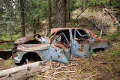 Oude auto in bergen bij de cabine van de mijnwerker dichtbij Prescott, Arizona Royalty-vrije Stock Fotografie