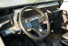 Oude auto binnen Stock Foto