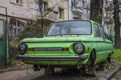 Oude auto in de werf Royalty-vrije Stock Fotografie