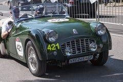 Oude auto in het Mille Miglia-ras Stock Foto's
