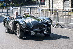 Oude auto in het Mille Miglia-ras Royalty-vrije Stock Fotografie