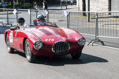 Oude auto in het Mille Miglia-ras Royalty-vrije Stock Afbeeldingen