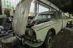 oude auto met bonnet royalty-vrije stock fotografie