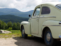 Oude auto met een mening Royalty-vrije Stock Afbeeldingen