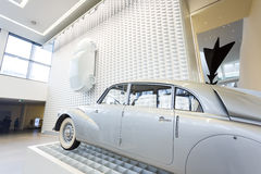 Oude auto in museum Stock Afbeelding
