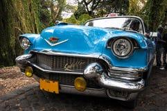 Oude auto op straat in Havana Cuba Royalty-vrije Stock Afbeeldingen