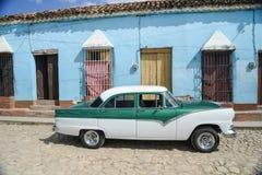 Oude auto op straat in Havana Cuba Stock Afbeelding