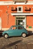 Oude auto in Procida Royalty-vrije Stock Foto's