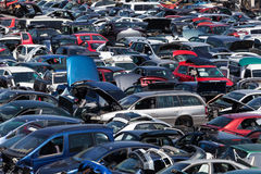 Oude auto's bij een autokerkhof Stock Fotografie