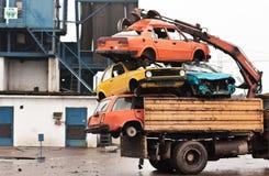 Oude auto's klaar voor recycling Stock Foto's