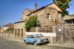 Oude auto in Sighnaghi Stock Afbeelding