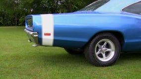 Oude auto verontreinigende lucht stock footage