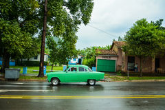 Oude auto in Vinales, Cuba Royalty-vrije Stock Fotografie