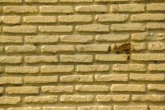 Oude bakstenen muren die in veelvoudige lagen worden gestapeld stock afbeelding