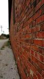 Oude Bakstenen muur die weg langzaam verdwijnen Royalty-vrije Stock Fotografie