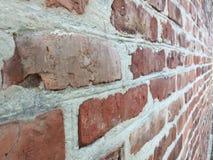 Oude bakstenen muur in een achtergrond Royalty-vrije Stock Afbeeldingen
