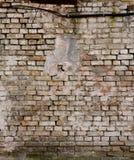 Oude Bakstenen muur met barsten Royalty-vrije Stock Fotografie