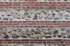 Oude bakstenen muur met stenen Stock Fotografie