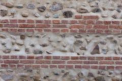 Oude bakstenen muur met stenen Stock Afbeeldingen