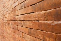 Oude bakstenen muur met verminderend perspectief Stock Afbeeldingen