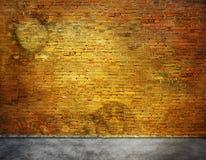 Oude bakstenen muur met vlekken Royalty-vrije Stock Afbeeldingen