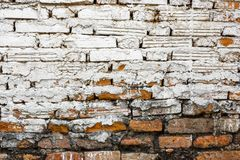 Oude bakstenen muur met wit-rode achtergrond en ruwe bouw stock foto's