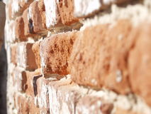 Oude bakstenen muur in zonnige dag Royalty-vrije Stock Foto