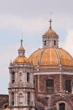 Oude Basiliek van Onze Dame van Guadalupe in Mexico-City Stock Afbeeldingen