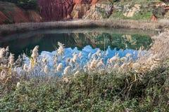 Oude bauxietsteengroeve in Salento Stock Fotografie