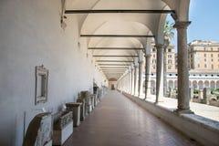 Oude beeldhouwwerken in de baden van Diocletian Thermae Diocletiani in Rome royalty-vrije stock foto's
