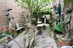Oude beeldhouwwerken op Torcello-eiland, dichtbij Venetië, Italië stock foto
