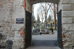 Oude begraafplaats in Banska Bystrica, Slowakije stock foto's