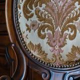Oude beklede houten stoel Stock Afbeeldingen
