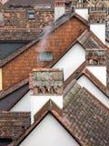 Oude betegelde huizen Stock Afbeeldingen