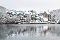 Oude Beyenburg in de sneeuw, Wuppertal royalty-vrije stock fotografie