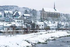 Oude Beyenburg in de sneeuw, Wuppertal stock afbeelding
