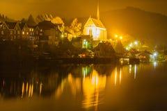 Oude Beyenburg in Wuppertal bij nacht, Duitsland stock afbeelding