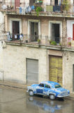 Oude blauwe auto Stock Foto