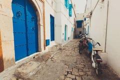 Oude blauwe gesmede deur Royalty-vrije Stock Afbeelding