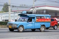 Oude Blauwe minivrachtwagentaxi Stock Foto's