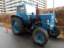 Oude blauwe tractor Royalty-vrije Stock Foto