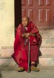 Oude Boeddhistische monnik dichtbij K.I.B.I, Delhi, India Royalty-vrije Stock Foto's