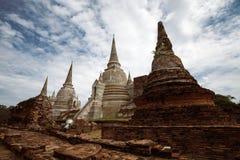Oude boeddhistische stupas in de oude hoofdstad van Ayutthaya, Thailand stock foto
