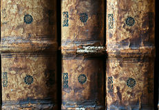 Oude Boeken in de Ricoleta-Bibliotheek in Arequipa, Peru Stock Afbeeldingen