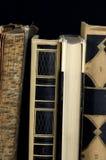 Oude boeken in dichte omhooggaand Royalty-vrije Stock Afbeeldingen